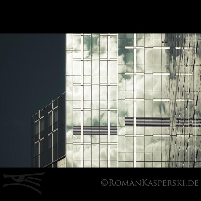 Brüssel Highrise Mirror Reflection